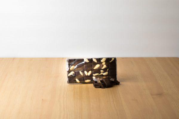Cioccolata fondente 85% con mandorle